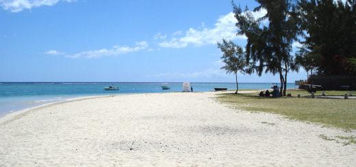 1024px-La-preneuse-beach-mauritius